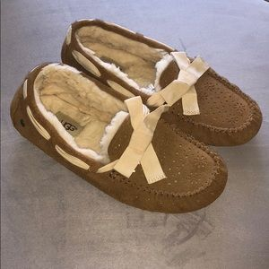Ugg moccasin with bow size 9